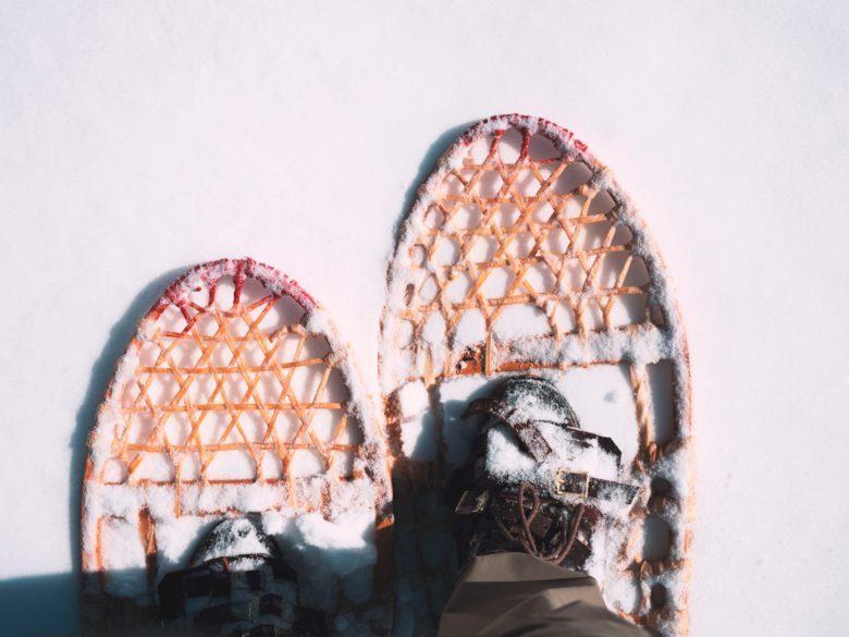 Wandelen in de sneeuw©Aaron Huber/Unsplash.com